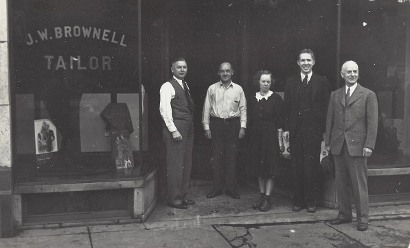 Nestor Simolin (2nd from left) as a tailor in Chicago 1927